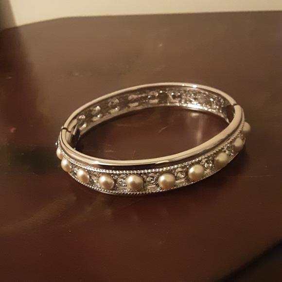 Pearl and crystal hinged bangle